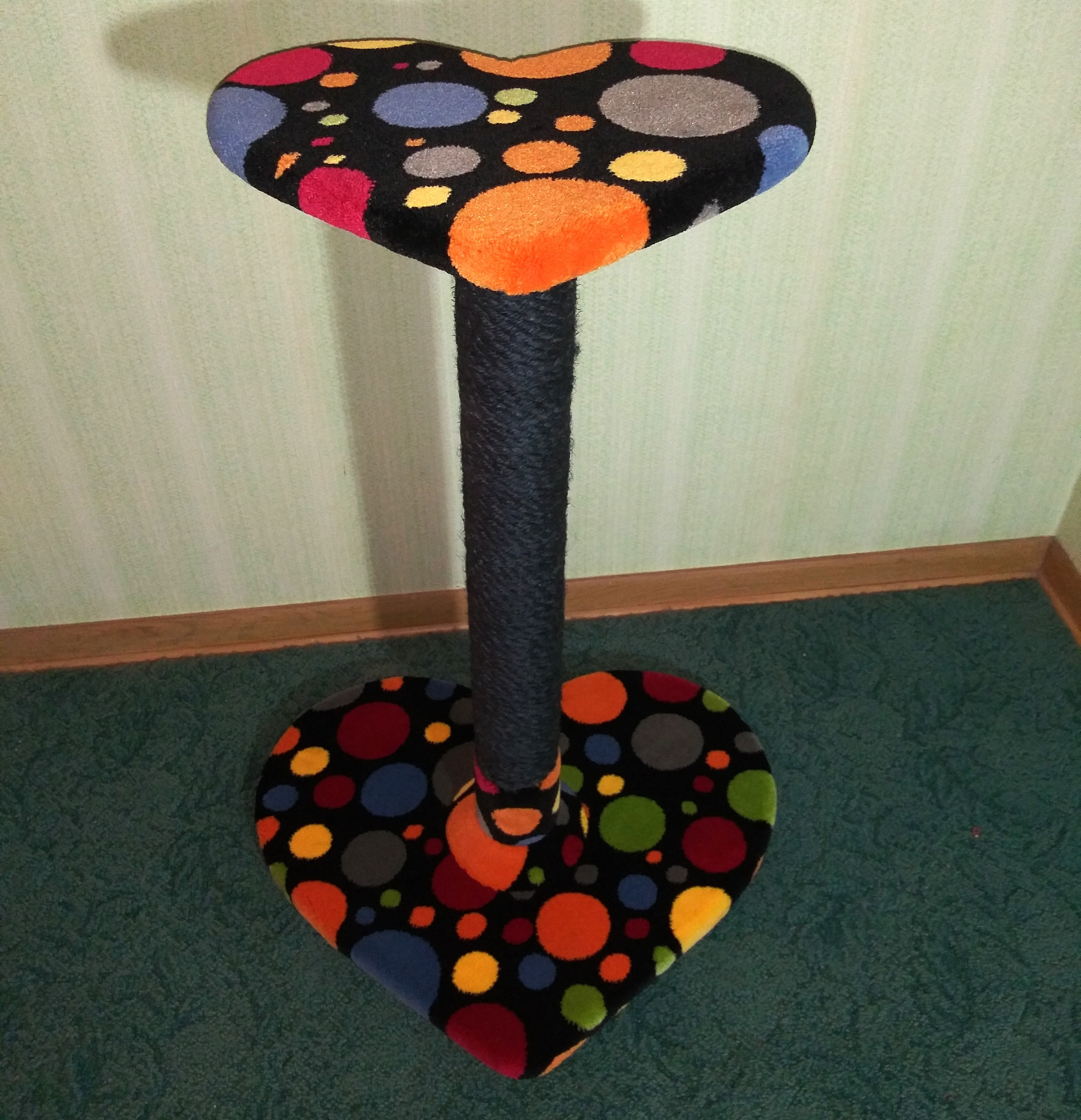 Sweetheart Scratch Post (Multi-Color)